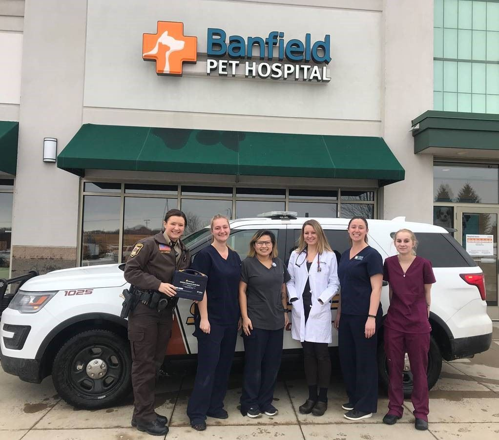 Group photo in front of Banfield Pet Hospital